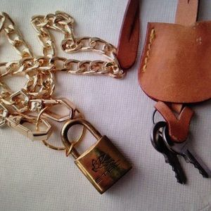 Etro Padlock-2Keys Charm Gold Tone Chunky Necklace